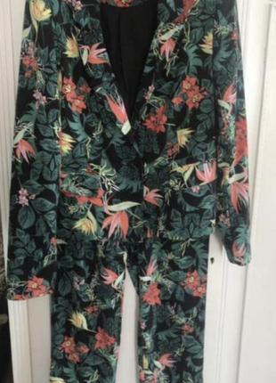 Стильный брючный костюм vila в тропический принт