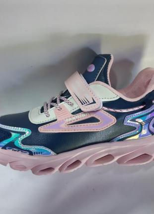 Модні кросівки із підсвіткою