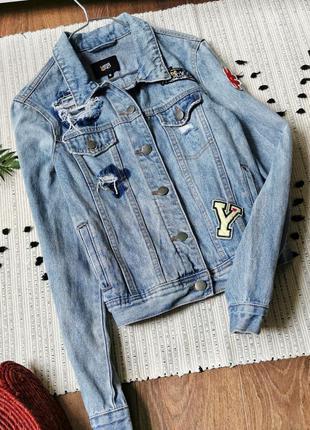 Блакитна джинсова курточка з аплікаціями yes or no джинсовая куртка джинсовка с нашивками