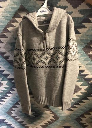 Красивый детский свитер с узором