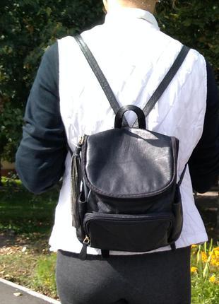 Чёрный лаконичный рюкзак из натуральной кожи
