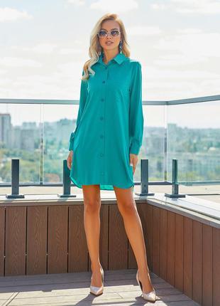 Зеленое платье-рубашка на пуговицах с карманами демисезонное прямое