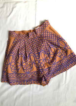 Яркие шорты-юбка