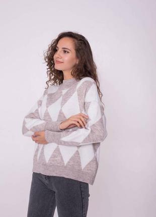Тёплый свитер в геометрический принт. есть другие расцветки