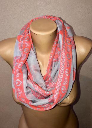 Шифоновый шарф хомут cecil в стиле тима бартона с орнаментом и черепами
