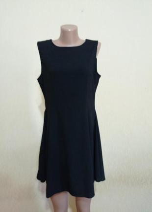Черное новое платье 46-48 размера расклешонное к низу с молнией