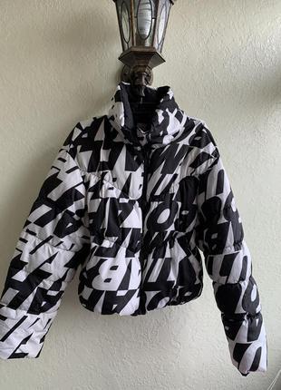 Очень модная дутая курточка пуффер bershka