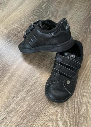 Кроссовки adidas 23р