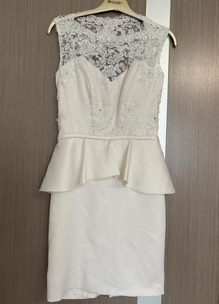 Нарядное платье цвета айвори