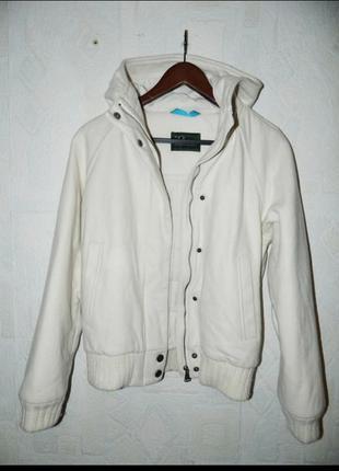 Шерстяная курточка с капюшоном