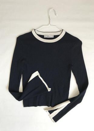 Оригинальный темно-синий свитер джемпер в рубчик с акцентными рукавами zara