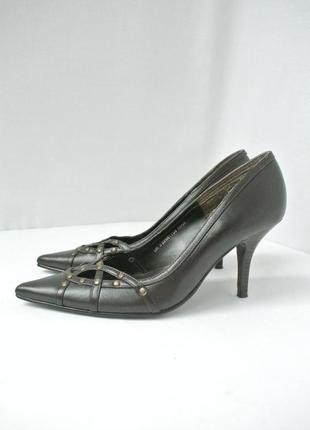 Фирменные кожаные туфли dorothy perkins на каблуке. размер uk3 eur36.