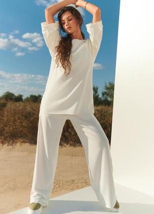 Комфортный белый повседневный костюм