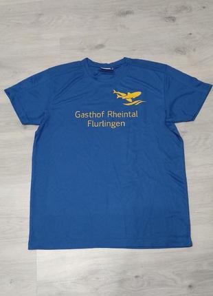 Спортивная футболка.