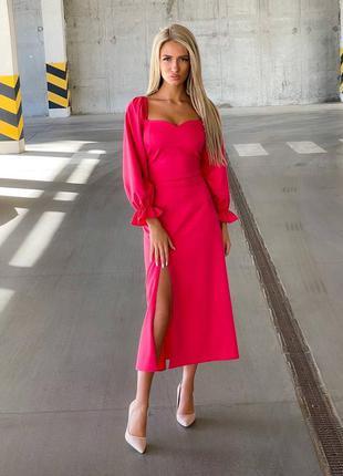 Малиновое платье миди