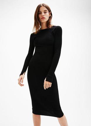 Черное трикотажное платье миди от bershka