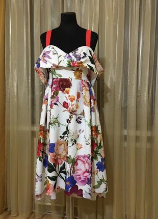Яркое платье нарядное