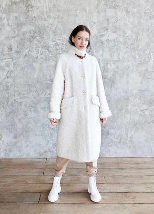 Белая шуба натуральная из шерсти мериносовой овечки