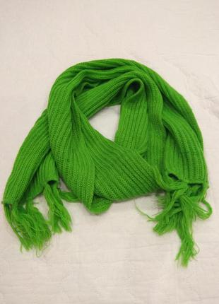 Яркий стильный шарф из акрила