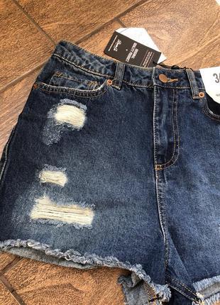 Новые джинсовые шорты с биркой шикарно садятся по фигуре
