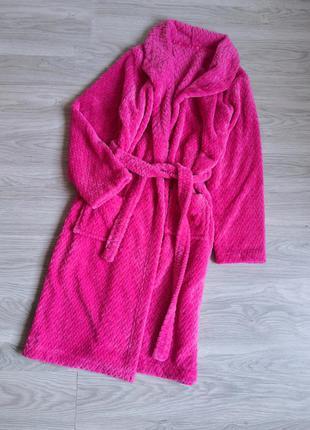Яркий мягкий плюшевый фактурный халат цвета фкксии