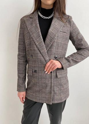 Тёплый пиджак в клетку свободного кроя