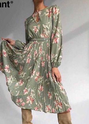 Шикарное платье с юбкой плиссе