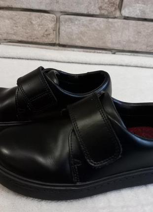 Туфли для мальчика clarks 28р