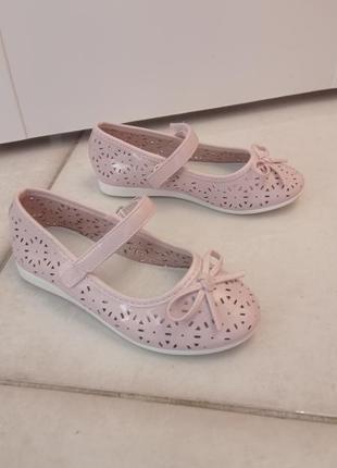 Розовые лаковые туфли для девочки