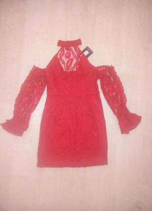 Шикарное красное ажурное платье с чекером
