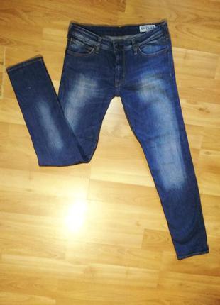 Фирменные мужские джинсы скинни тёмно-синего цвета.