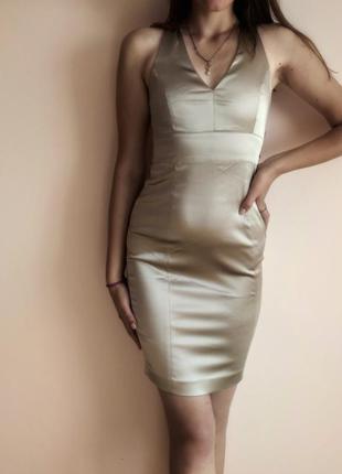 Жіноча сукня по фігурі