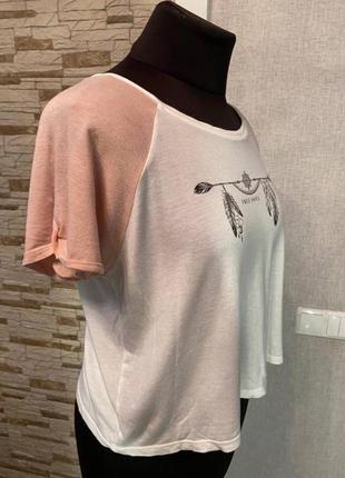 Бело-розовая футболка