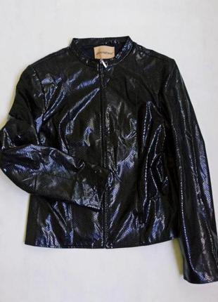 Лаковая укороченная куртка/ рептилия