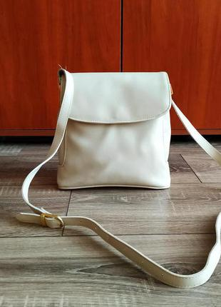 Красивая сумка на плечо/можно как кроссбоди/ молочного цвета