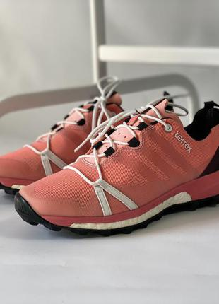 Фирменные женские кроссовки adidas terrex boost