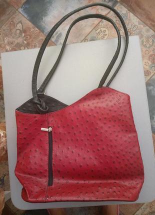 Кожаная сумка красная под кожу страуса. италия
