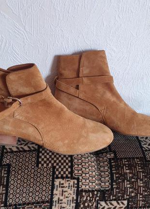 Дуже шикарні елітного бренду з натурального замшу черевички
