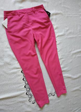 Зауженные стильные брюки брючки с боковыми карманами