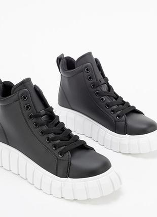 Черные женские высокие кроссовки