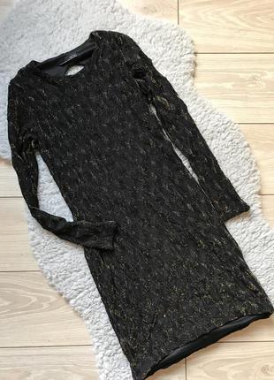 Чёрное короткое платье по фигуре с длинным рукавом открытой спиной zara