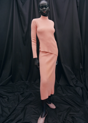 Шикарный костюм свитер+юбка zara