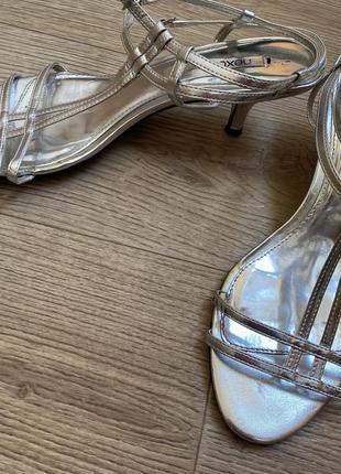 Босоножки серебро 42 размер 200 грн