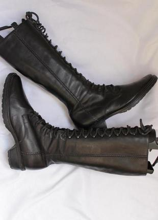 Шкіряні чоботи на шнурівці з гострим носком donna moda
