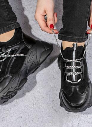 Жіночі кросівки чорного кольору