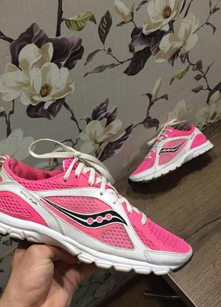 Saucony. кроссовки легкие женские беговые мягкие. беговые для бега и спорта. 38 р