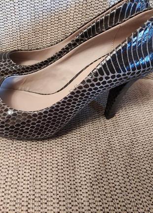 Туфли изящные кожаные новые