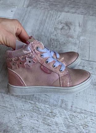 Очень красивые ботинки на девочку