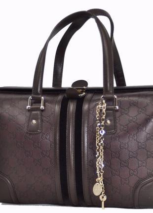 Большая кожаная сумка-портфель с тиснением gucci