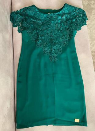 Шикарное вечернее изумрудное платье